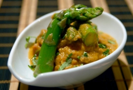 A cozinha da Casa Nepalesa usa produtos de qualidade, como os espargos frescos